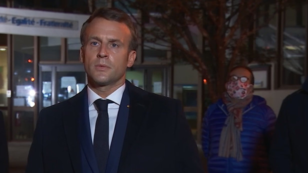 L'air grave, Emmanuel Macron a appelé la Nation à faire bloc face à l'obscurantisme islamiste. Capture d'écran Figaro Live