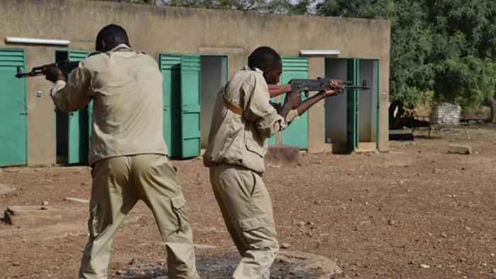 Des soldats burkinabés en plein entrainement[ISSOUF SANOGO / AFP]