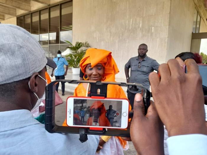 Journalistes présents au pavillon d'honneur de l'aéroport FHB