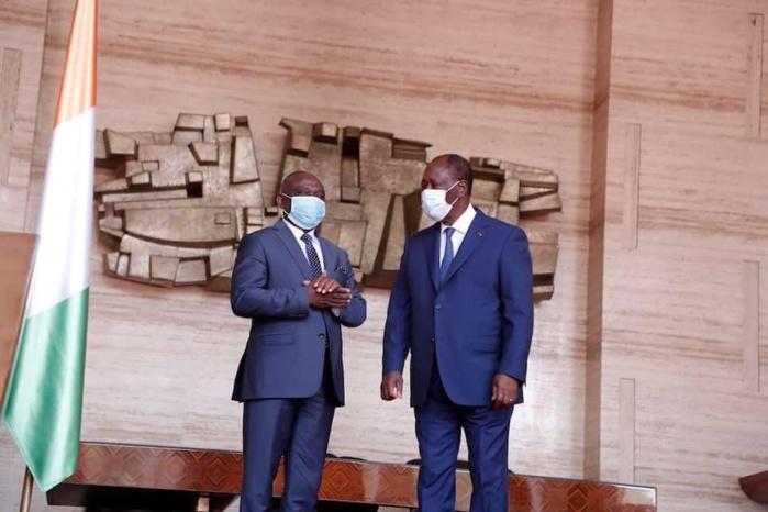 Alassane Ouattara échange avec KKB au palais – Credit Photo NORD SUD