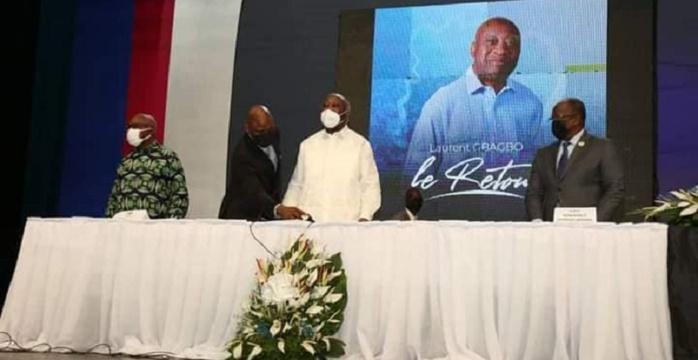 L'ex president Laurent Gbagbo lors du comite central extraordinaire au palais de la culture de Treichville