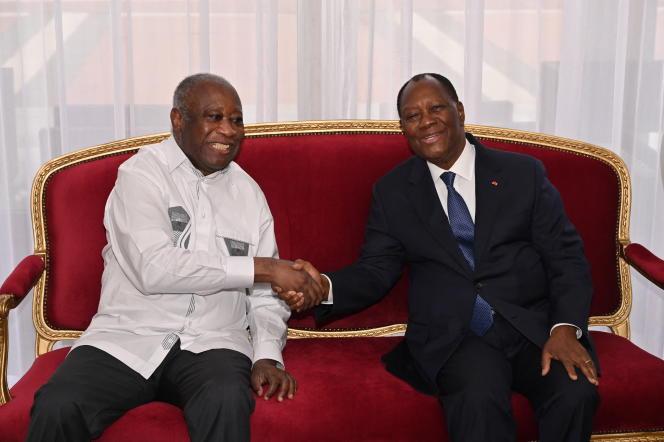 Le président ivoirien Alassane Ouattara reçoit l'ancien président Laurent Gbagbo à Abidjan le 27 juillet 2021. ISSOUF SANOGO / AFP