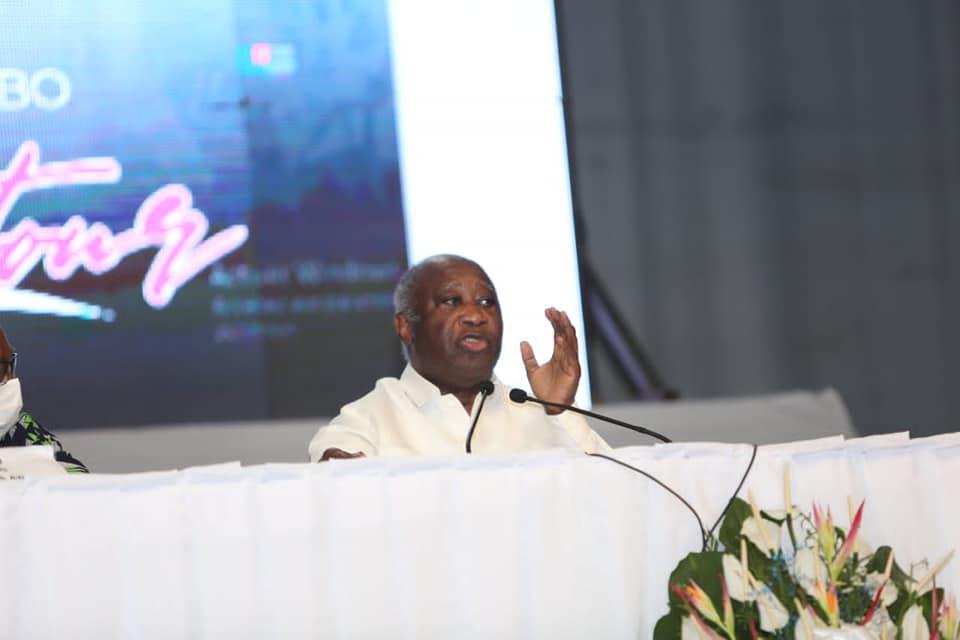 Laurent Gbagbo reçoit ses partisans à un comité central