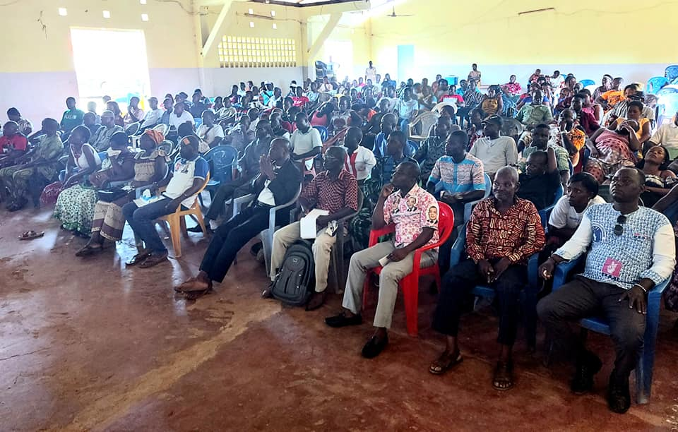 Affi N'guessan rencontre les militants du FPI à M'batto, région du Moronou en Côte d'Ivoire