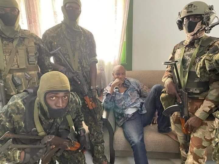 L'ex-président Guinéen, Alpha Condé aux mains des mutins